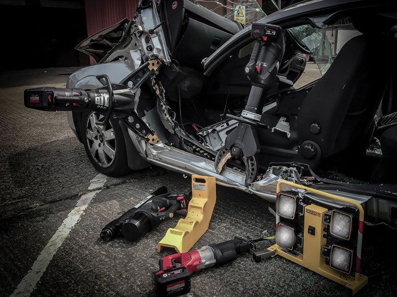Weber e-force rescue tool